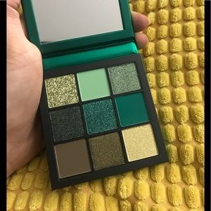 Huda beauty emerald palette